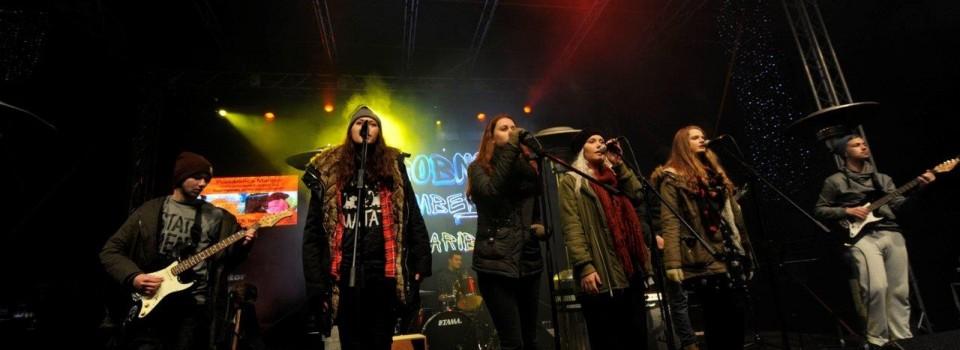 Šolski bendi III. gimnazije na Trgu Leona Štuklja, 21. 12. 2015